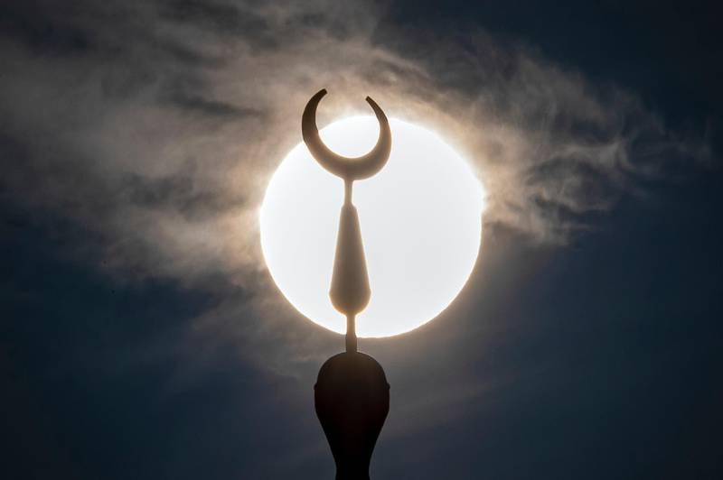 Dubai, United Arab Emirates - Reporter: N/A: The sun sets behind Al Rustmani Mosque in Jebel Ali on the day before ramadan. Thursday, April 23rd, 2020. Dubai. Chris Whiteoak / The National