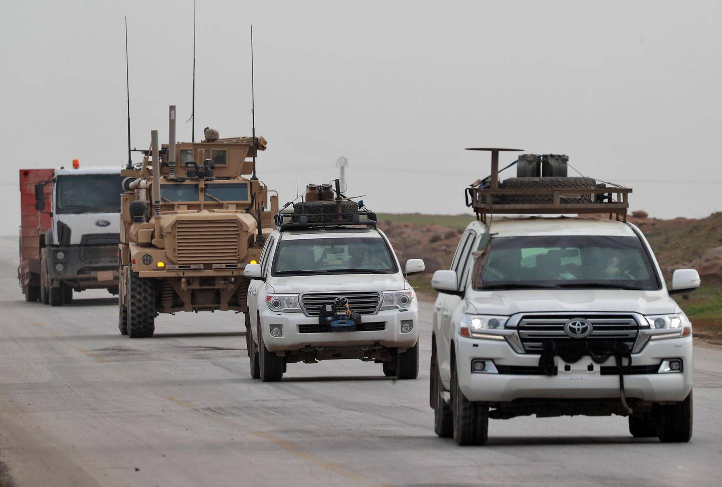 A picture taken on January 16, 2019 shows a US army convoy patrolling near the city of Tall Tamr, in the northwestern Syrian province of Hasakah.   / AFP / Delil SOULEIMAN