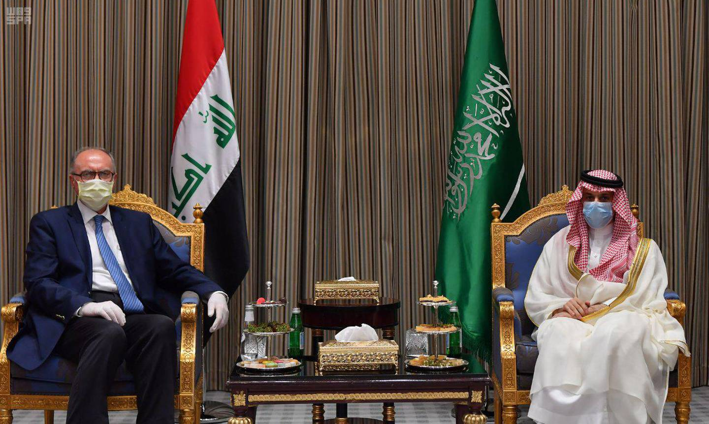 The Iraqi Deputy Prime Minister and Minister of Finance and Acting Minister of Oil visits the Kingdom to discuss brotherly relations in all areas and meets a number of His Highnesses and Excellencies Ministers (SPA) 09-30-1414 AH