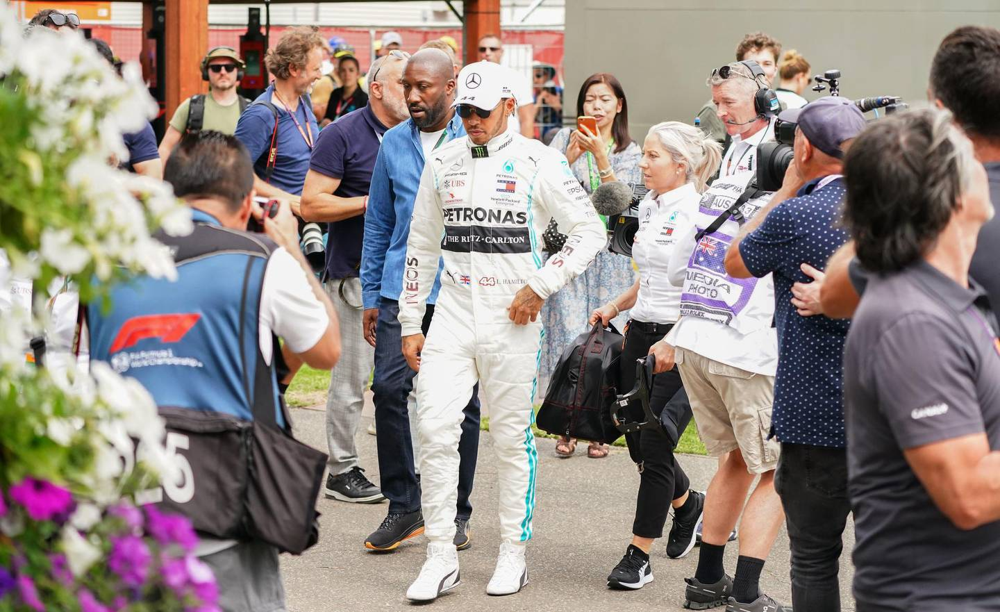 epa08287877 Lewis Hamilton (C) of Great Britain and Mercedes GP arrives at the Paddock ahead of the Formula 1 Australian Grand Prix 2020 at the the Albert Park Circuit in Melbourne, Australia, 12 March 2020.  EPA/SCOTT BARBOUR EDITORIAL USE ONLY AUSTRALIA AND NEW ZEALAND OUT