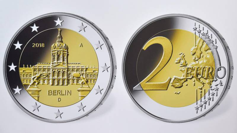 """A view of a reproduction of the actual coin featuring the Charlottenburg castle in Berlin is displayed during the presentation of two commemorative 2-euro-coins called """"Berlin"""" and """"100th birthday of Helmut Schmidt"""", comemorating the late former German Chancellor, on February 2, 2018 at the Chancellery in Berlin. / AFP PHOTO / John MACDOUGALL"""