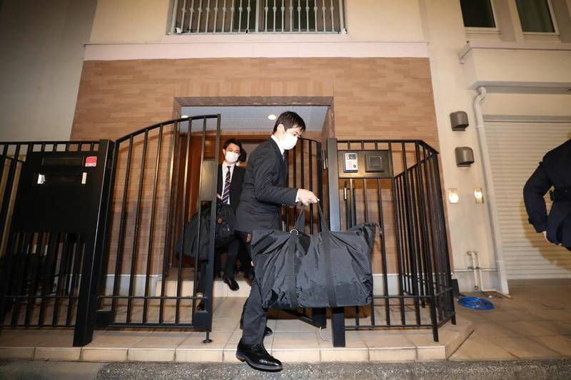 Japanese prosecutors carry bags as they leave the residence of former auto tycoon Carlos Ghosn on January 2, 2020, after Ghosn fled Japan to avoid a trial. - Former Nissan boss Carlos Ghosn, who fled to Lebanon to avoid a Japanese trial, had a second French passport, a source said on January 2, as authorities raided his Tokyo residence as part of a probe into the embarrassing security lapse. (Photo by STR / JIJI PRESS / AFP) / Japan OUT