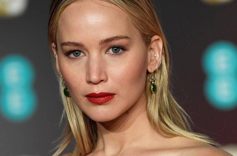 epa06540877 US actress Jennifer Lawrence arrives ahead of the 71st annual British Academy Film Awards at the Royal Albert Hall in London, Britain, 18 February 2018. The ceremony is hosted by the British Academy of Film and Television Arts (BAFTA).  EPA/NEIL HALL