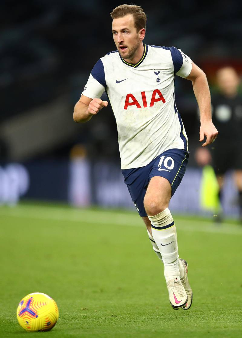 LONDON, ENGLAND - DECEMBER 20: Harry Kane of Tottenham Hotspur runs with the ball  during the Premier League match between Tottenham Hotspur and Leicester City at Tottenham Hotspur Stadium on December 20, 2020 in London, England. The match will be played without fans, behind closed doors as a Covid-19 precaution. (Photo by Julian Finney/Getty Images)