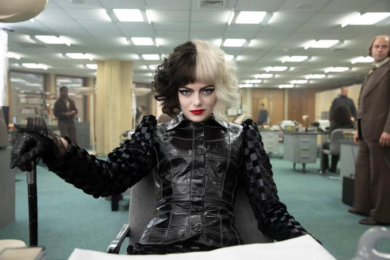 Emma Stone as Cruella in Disney's live-action CRUELLA. Photo by Laurie Sparham. © 2021 Disney Enterprises, Inc.All Rights Reserved.
