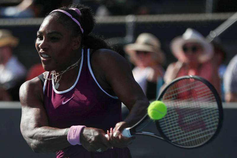 Serena Williams of the US hits a return against Amanda Anisimova of the US during their women's singles semi-final match during the Auckland Classic tennis tournament in Auckland on January 11, 2020. / AFP / MICHAEL BRADLEY