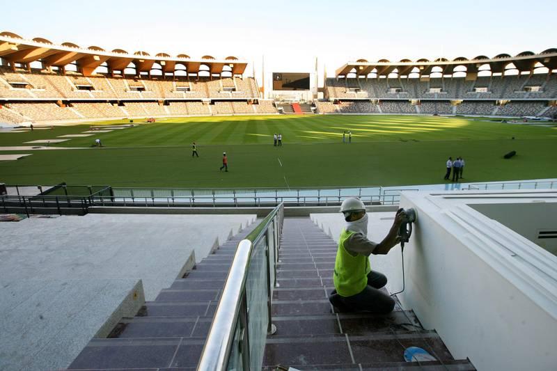 Abu Dhabi, United Arab Emirates --- November 9, 2009 --- Workers putting on finishing touches at Zayed Sports City stadium.  ( Delores Johnson / The National ) *** Local Caption ***  dj_09nov09_na_stadium_018.jpg