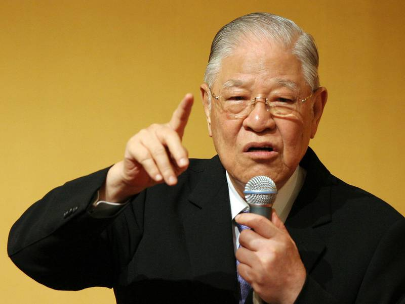 """TOKYO - JUNE 07:  Former President of Taiwan, Lee Teng-hui deliveres a speech on """"The World's Affairs in 2007 and after that"""" at Hotel Okura June 7, 2007 in Tokyo, Japan. Lee visited the World War Two linked Yasukuni Shrine earlier today.  (Photo by Junko Kimura/Getty Images)"""