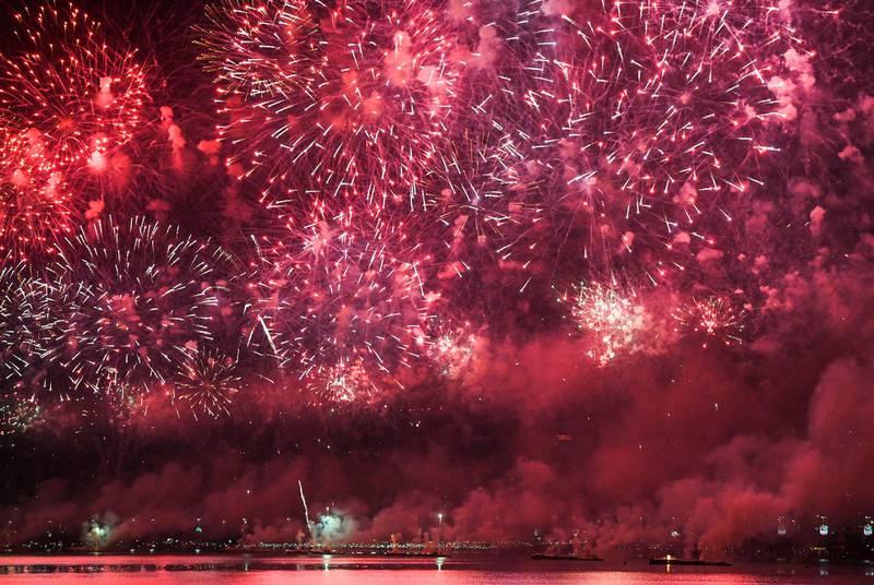 Abu Dhabi, United Arab Emirates - Mega colourful fireworks display to commemorate UAEÕs 47th National Day at the Corniche on December 2, 2018. (Khushnum Bhandari/ The National)