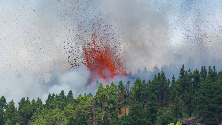 An image that illustrates this article Volcano erupts on Spanish island of La Palma