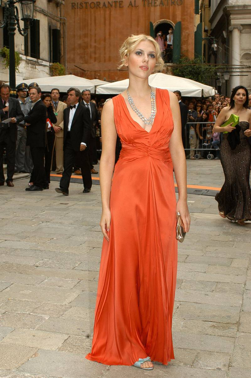 VENICE, ITALY - SEPTEMBER 11:  American actress a Scarlett Johansson poses as she arrives at  the CLeone D'Oro Ceremony  at the 61st Venice Film Festival on September 11, 2004 in Venice, Italy. (Photo by Franco Origlia/Getty Images)