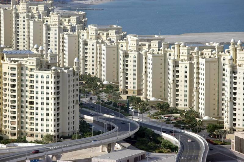 UAE - Dubai - Jan 05 - 2011:  The shoreline apartments at the Palm Jumeirah.  ( Jaime Puebla - The National Newspaper )