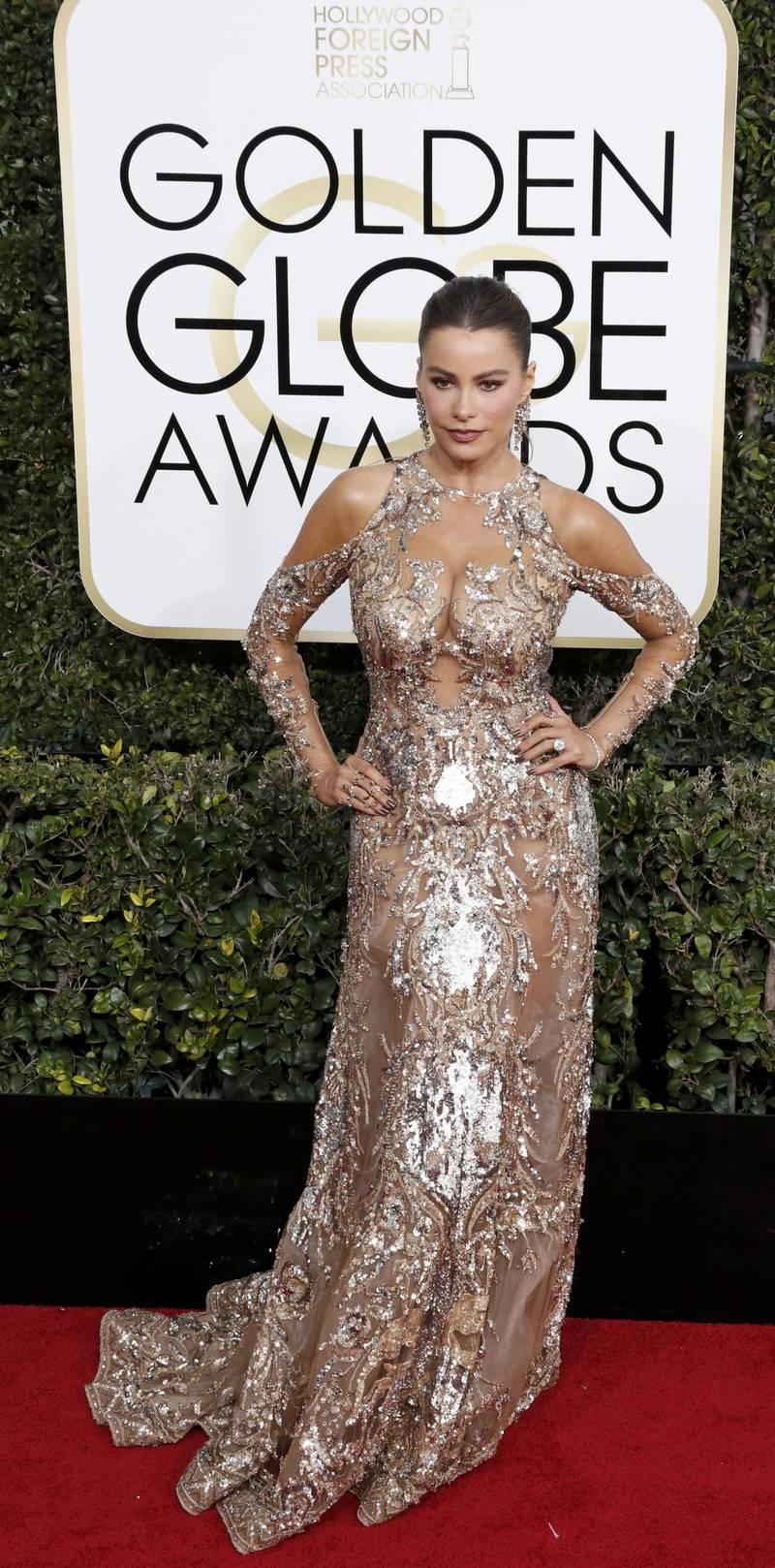 epa05706076 Sofia Vergara arrives for the 74th annual Golden Globe Awards ceremony at the Beverly Hilton Hotel in  Beverly Hills, California, USA, 08 January 2017.  EPA/PAUL BUCK