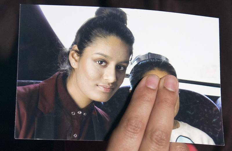 (FILES) In this file photo taken on February 22, 2015 Renu Begum, eldest sister of missing British girl Shamima Begum, holds a picture of her sister while being interviewed by the media in central London. A teenager who joined the Islamic State group in Syria but now wants to return to Britain gave birth on February 17, 2019, drawing fresh scrutiny as Europe struggles with Western jihadist supporters eager to return home. / AFP / POOL / POOL / LAURA LEAN