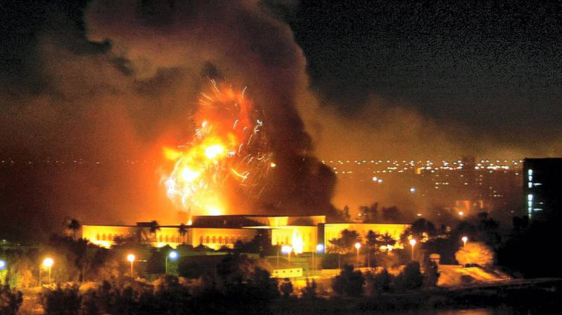 Smoke covers the presidential palace compound in Baghdad 21 March 2003 during a massive US-led air raid on the Iraqi capital. Smoke billowed from a number of targeted sites, including one of President Saddam Hussein's palaces, an AFP correspondent said.     AFP PHOTO/Ramzi HAIDAR (Photo by RAMZI HAIDAR / AFP)