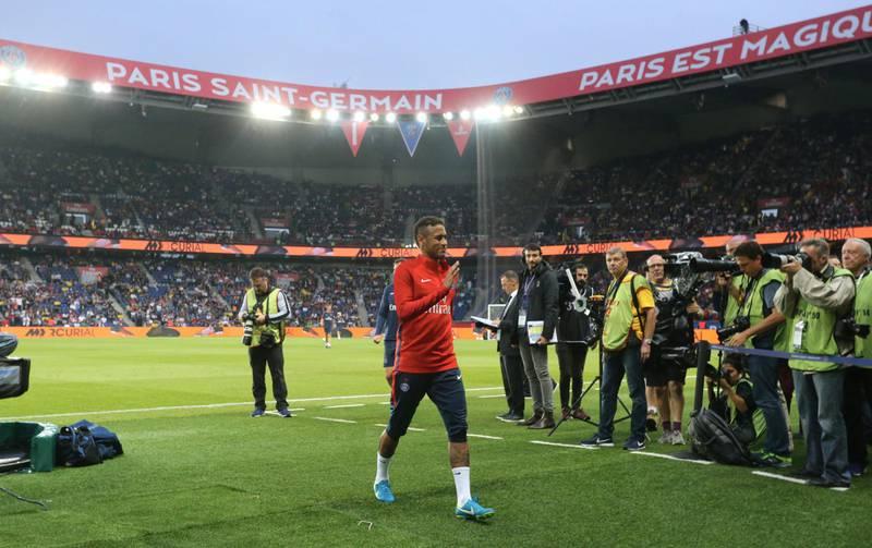 PARIS, FRANCE - AUGUST 25:  PARIS, FRANCE - AUGUS T 25: Neymar Jr of Paris Saint-Germain in action before the French Ligue 1 match between Paris Saint Germain (PSG) and AS Saint-Etienne at Parc des Princes on August 25, 2017 in Paris, France  (Photo by Xavier Laine/Getty Images)
