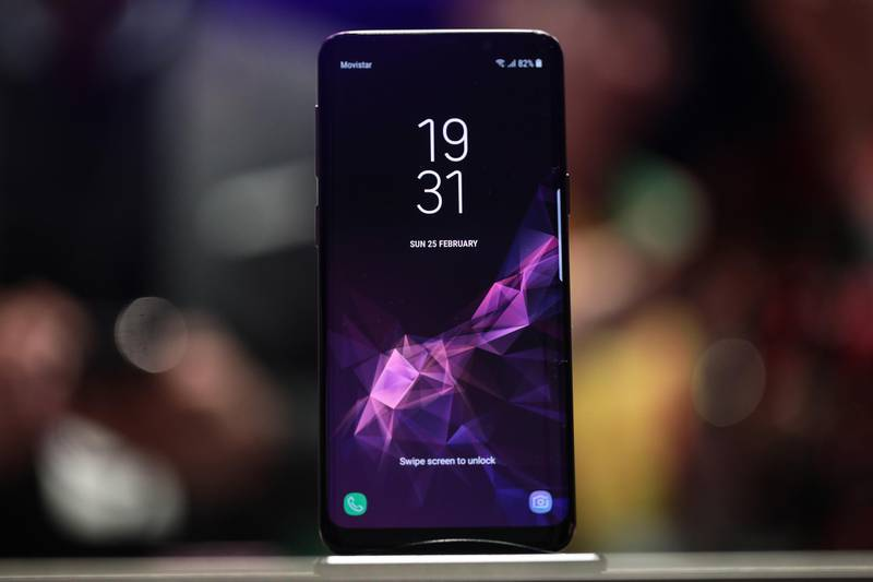 A Galaxy S9 smartphone stands on display during a Samsung Electronics Co. 'Unpacked' launch event ahead of the Mobile World Congress (MWC) in Barcelona, Spain, on Sunday, Feb. 25, 2018. The South Korea-based technology giant is banking on new features such as augmented reality-based emojis, camera upgrades, and stereo speakers in a form-factor similar to last year's model in order to take on Apple Inc.'s iPhone X. Photographer: Simon Dawson/Bloomberg