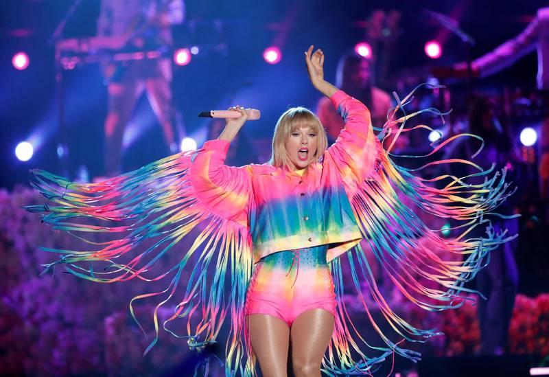 FILE PHOTO: Taylor Swift performs at the iHeartRadio Wango Tango concert in Carson, California, U.S., June 1, 2019. REUTERS/Mario Anzuoni/File Photo