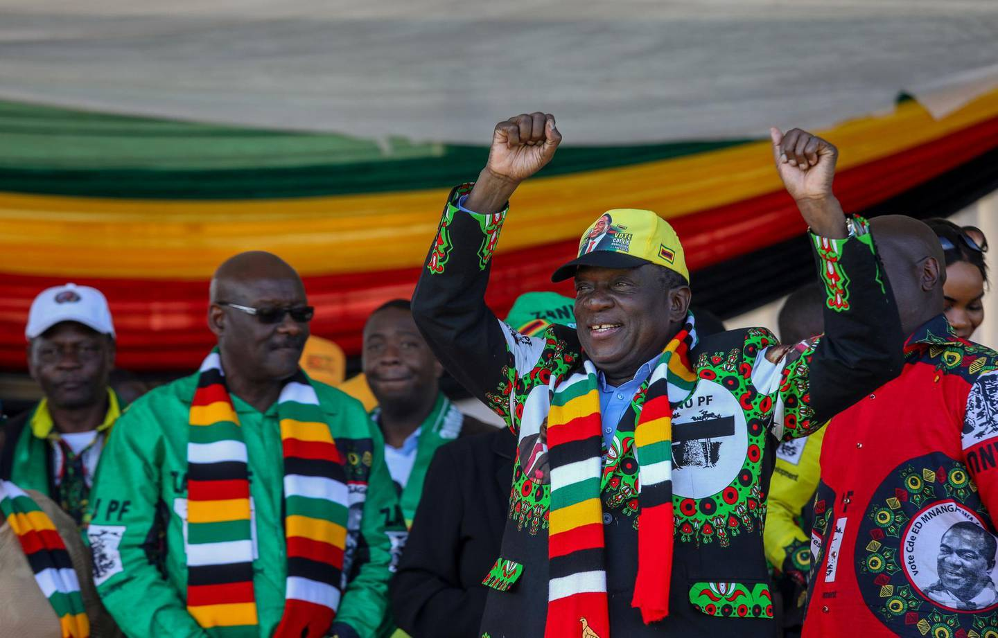 Zimbabwean President Emmerson Mnangagwa greets supporters before an explosion at an election rally in Bulawayo, Zimbabwe June 23, 2018. Tafadzwa Ufumeli/via REUTERS THIS IMAGE HAS BEEN SUPPLIED BY A THIRD PARTY. MANDATORY CREDIT. NO RESALES. NO ARCHIVES.