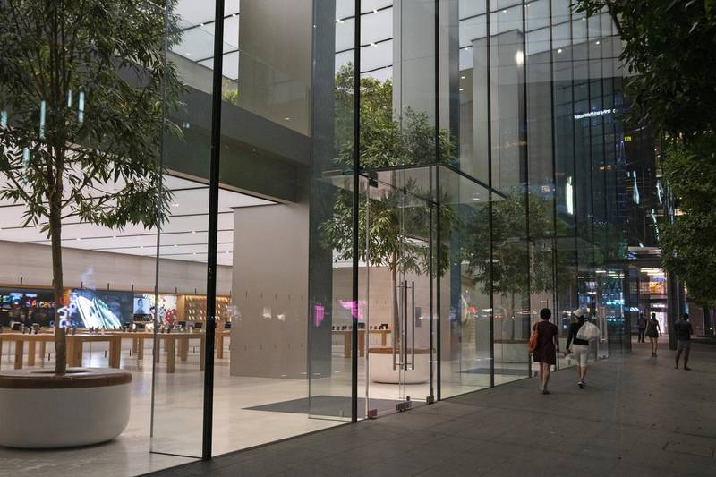 Pedestrians walk past a closed Apple Inc. store on Orchard Road in Singapore on Tuesday, March 24, 2020. Singaporewill deliver a supplementary budget and bring forward its monetary policy decision as authorities ramp up support for an economy heading toward recession. Photographer: Wei Leng Tay/Bloomberg