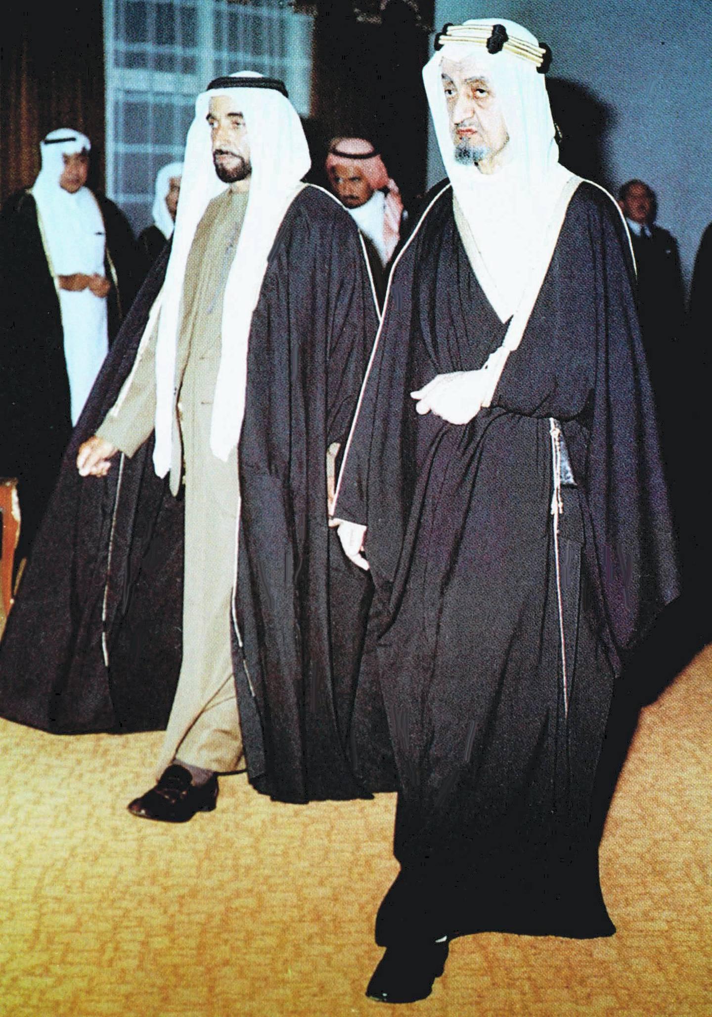 UAE President Sheikh Zayed Ben Sultan al-Nahyan (L) meets Saudi King Faisal in Riyadh in February 1975. / AFP PHOTO / WAM