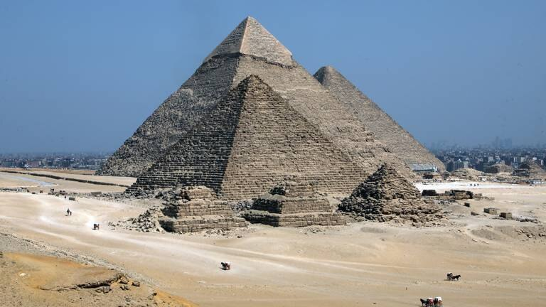 An image that illustrates this article Egypt's Giza welcomes tourists on World Tourism Day - in pictures