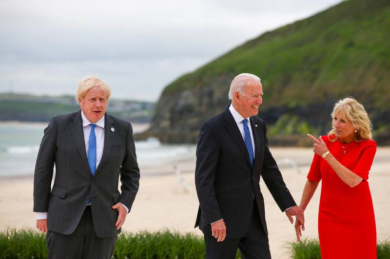 epa09262431 (L-R) Boris Johnson, U.K. prime minister, U.S. President Joe Biden, second right, and U.S. First Lady Jill Biden, right, on the first day of the Group of Seven (G7) leaders summit in Carbis Bay, Cornwall, Britain, 11 June 2021. Britain hosts the G7 summit in Cornwall in from 11 to 13 June 2021.  EPA/HOLLIE ADAMS/POOL