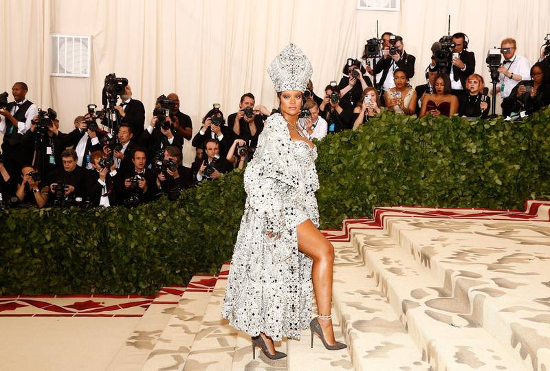 epaselect epa06717935 Rihanna arrives on the red carpet for the Metropolitan Museum of Art Costume Institute's benefit celebrating the opening of the exhibit 'Heavenly Bodies: Fashion and the Catholic Imagination' in New York, New York, USA, 07 May 2018. The exhibit will be on view at the Metropolitan Museum of Art's Costume Institute from 10 May to 08 October 2018.  EPA-EFE/JUSTIN LANE