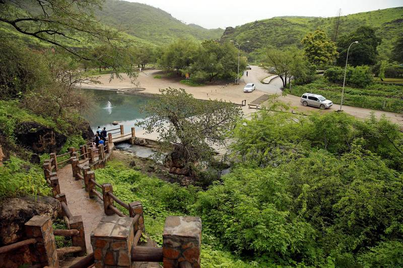 Tourists visit a cave at Ain Razat, a water spring in Salalah, Dhofar province, Oman August 20, 2016. Picture taken August 20, 2016. REUTERS/Ahmed Jadallah