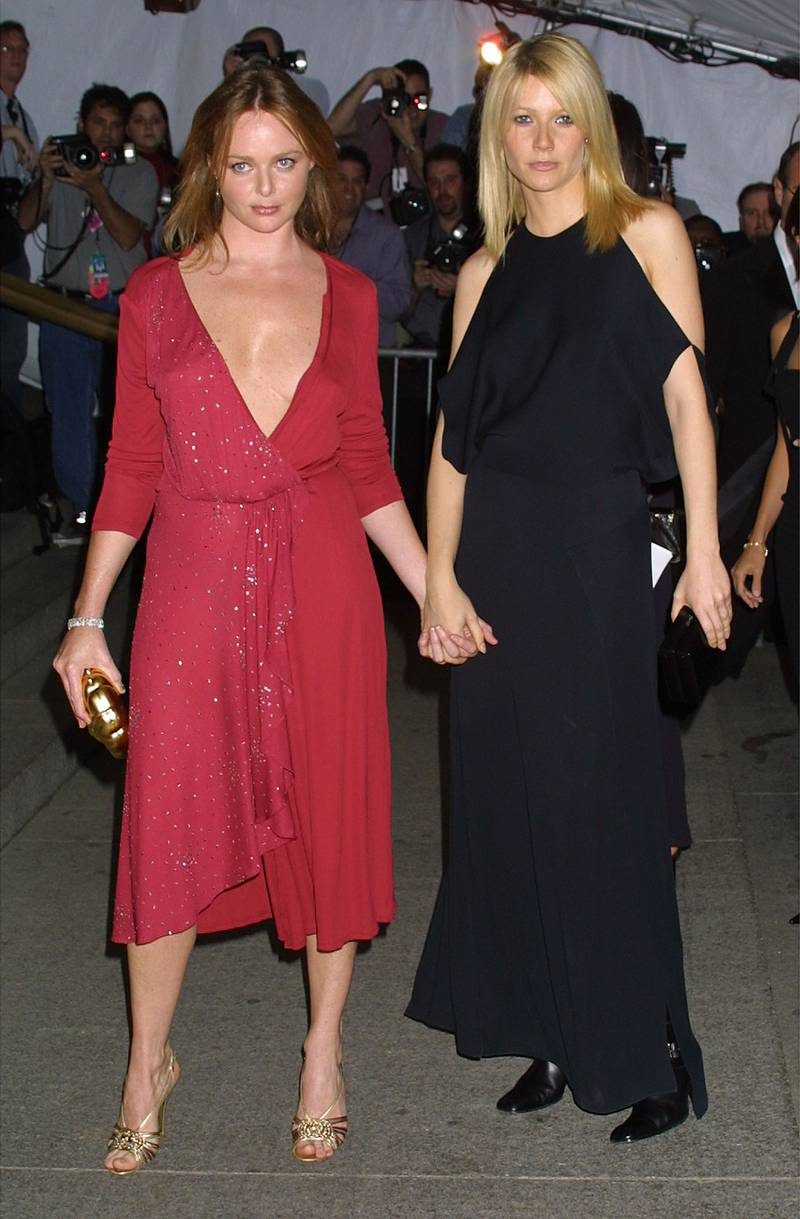 388208 17: Designer Stella McCartney and actress Gwyneth Paltrow attend The Costume Institute Gala to celebrate the clothes of Jacqueline Kennedy April 23, 2001 at the Metropolitan Museum of Art in New York City. (Photo by George De Sota/Newsmakers)