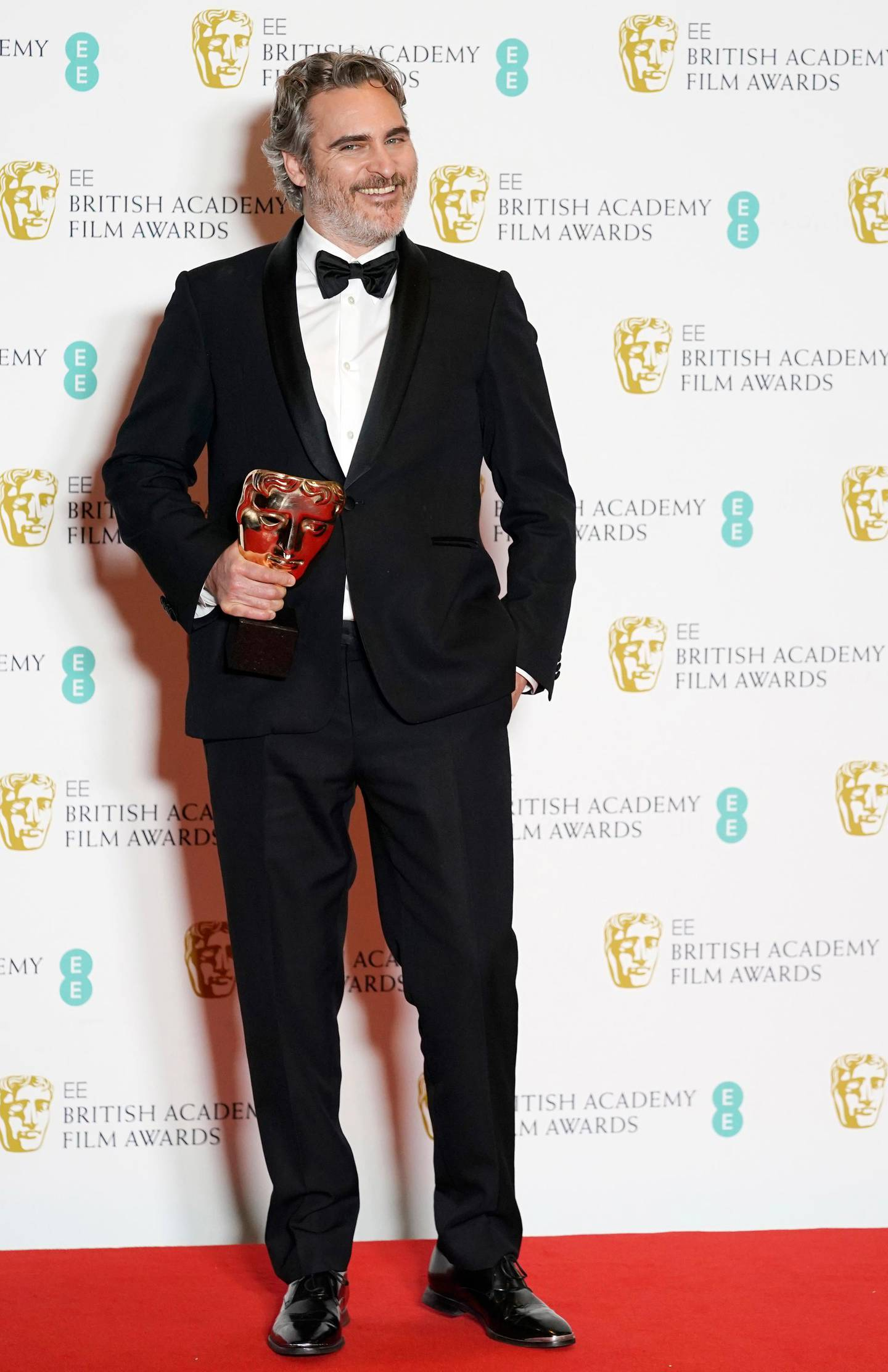 epa08189150 Joaquin Phoenix, winner of Leading Actor for the film 'Joker' poses in the press room during the 73rd annual British Academy Film Award at the Royal Albert Hall in London, Britain, 02 February 2020. The ceremony is hosted by the British Academy of Film and Television Arts (BAFTA).  EPA/WILL OLIVER *** Local Caption *** 54975578