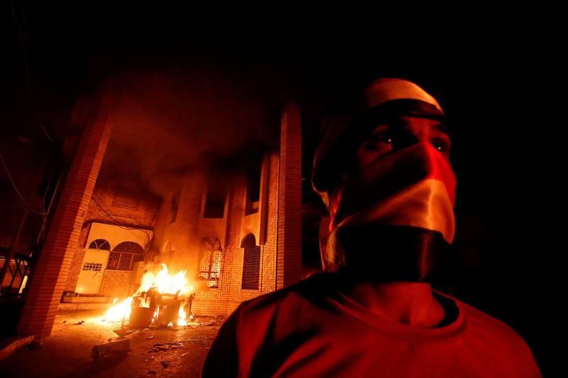 Iraqi protesters burn the Iranian Consulate in Basra, Iraq September 7, 2018. REUTERS/Essam al-Sudani