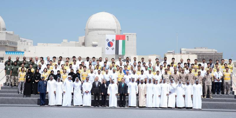 AL DHAFRA, ABU DHABI, UNITED ARAB EMIRATES - March 26, 2018: Front row:  HH Sheikh Diab bin Tahnoon bin Mohamed Al Nahyan (R), Mubarak bin Garran Al Mansouri (3rd R), HH Sheikh Abdullah bin Zayed Al Nahyan, UAE Minister of Foreign Affairs and International Cooperation (4h R), HH Sheikh Hamed bin Zayed Al Nahyan, Chairman of the Crown Prince Court of Abu Dhabi and Abu Dhabi Executive Council Member (5th R), HE Mohamed Al Hammadi, CEO Emirates Nuclear Energy Corporation (ENEC) (6th R), HH Sheikh Nahyan Bin Zayed Al Nahyan, Chairman of the Board of Trustees of Zayed bin Sultan Al Nahyan Charitable and Humanitarian Foundation (7th R), HH Sheikh Tahnoon bin Mohamed Al Nahyan, Ruler's Representative in Al Ain Region (8th R), HH Sheikh Mohamed bin Zayed Al Nahyan Crown Prince of Abu Dhabi Deputy Supreme Commander of the UAE Armed Forces (9th R), HE Moon Jea-In, President of South Korea (10th R), HH Sheikh Hamdan bin Zayed Al Nahyan, Ruler's Representative in Al Dhafra Region (11th R), HH Lt General Sheikh Saif bin Zayed Al Nahyan, UAE Deputy Prime Minister and Minister of Interior (14th R), HH Sheikh Diab bin Zayed Al Nahyan (15th R), HE Khaldoon Khalifa Al Mubarak, CEO and Managing Director Mubadala, Chairman of the Abu Dhabi Executive Affairs Authority and Abu Dhabi Executive Council Member (16th R), HE Suhail bin Mohamed Faraj Faris Al Mazrouei, UAE Minister of Energy (17th R) and HE Mohamed Mubarak Al Mazrouei, Undersecretary of the Crown Prince Court of Abu Dhabi (18th R), attend the Unit One Construction Completion Celebration at Barakah Nuclear Energy Plant. Seen with Emirates Nuclear Energy Corporation employees.   ( Hamad Al Mansoori for The Crown Prince Court - Abu Dhabi ) ---
