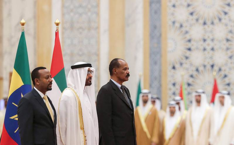 Abu Dhabi's Crown Prince Sheikh Mohamed bin Zayed Al Nahyan (C) receives Ethiopian Prime Minister Abiy Ahmed (L) and Eritrean President Isaias Afwerki (R) at the presidential palace in the UAE capital Abu Dhabi on July 24, 2018.  / AFP / KARIM SAHIB