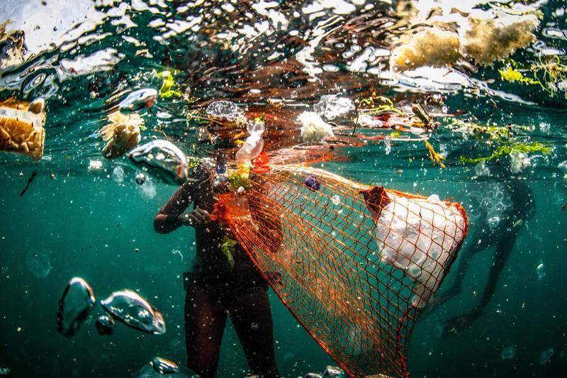Sebnem Coskun - Trash (Turkey/Istanbul)Underwater Cleaning in the Bosporus within the zero