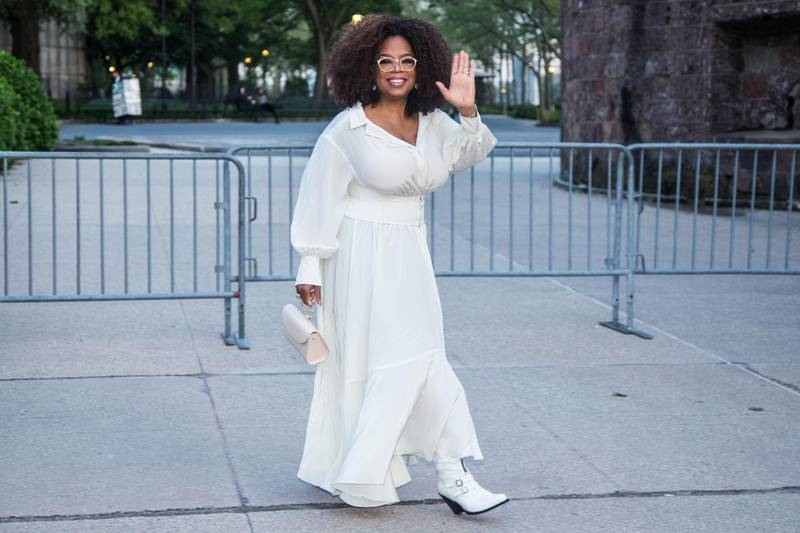 epa07574208 US media executive and talk show host Oprah Winfrey waves as she arrives to the opening celebration of the Statue of Liberty Museum on Liberty Island at the Statue Cruises Terminal in Battery Park in New York, New York, USA, 15 May 2019.  EPA-EFE/ALBA VIGARAY