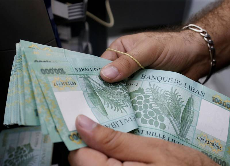FILE PHOTO: A man counts Lebanese pounds at an exchange office in Beirut, Lebanon, August 16, 2018. REUTERS/Mohamed Azakir/File Photo