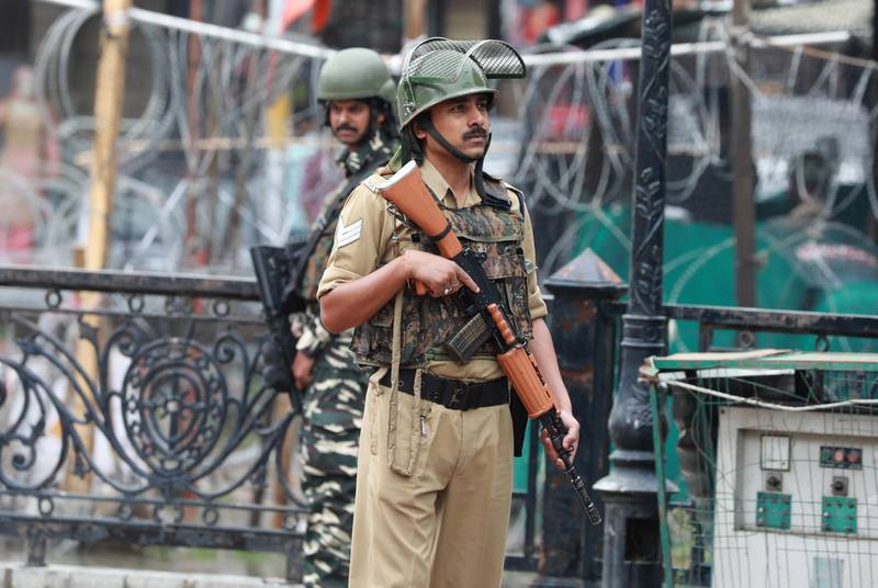 epa06931819 Indian paramilitary soldiers stand guard in Srinagar, the summer capital of Indian Kashmir, 07 August 2018. Four Indian army soldiers, including an officer, and two militants were killed in an ongoing operation along the Line of Control (LoC) in the Gurez area of north Kashmir's Bandipora district. An army officer said that army soldiers intercepted a group of infiltrators near Bakhtor area of Gurez along LOC, according local news reports.  EPA/FAROOQ KHAN
