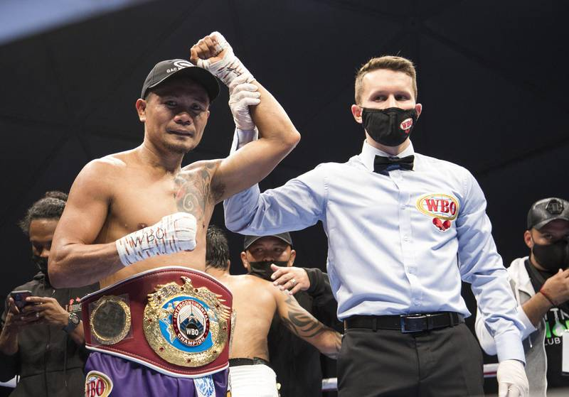 Dubai, United Arab Emirates - Donnie Nietes of the Philippines winning the match against  Pablo Carillo of Colombia at the Rotunda, Ceasar's Palace, Bluewaters Island, Dubai.  Leslie Pable for The National