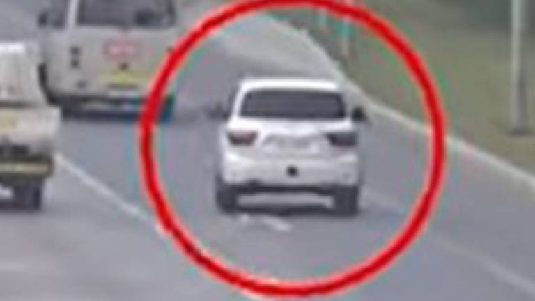 An image that illustrates this article Abu Dhabi Police release dramatic footage of hard shoulder crash
