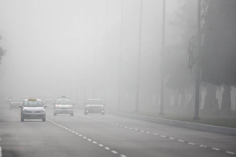 United Arab Emirates - Abu Dhabi - January 27th, 2009:  Cars drive through the morning fog on 24th street..  (Galen Clarke/The National)   *** Local Caption ***  GC03_01272009_fog.jpg