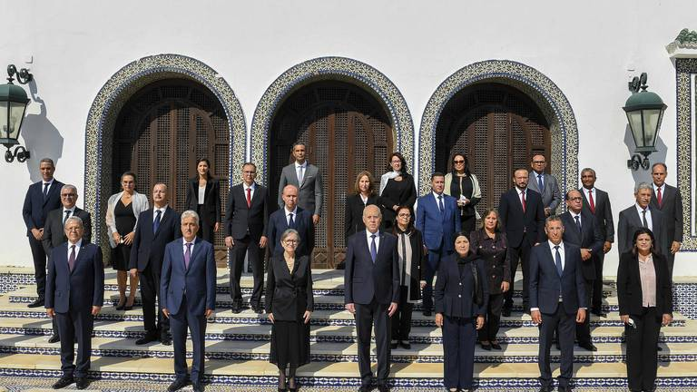 An image that illustrates this article Tunisia's new government sworn in