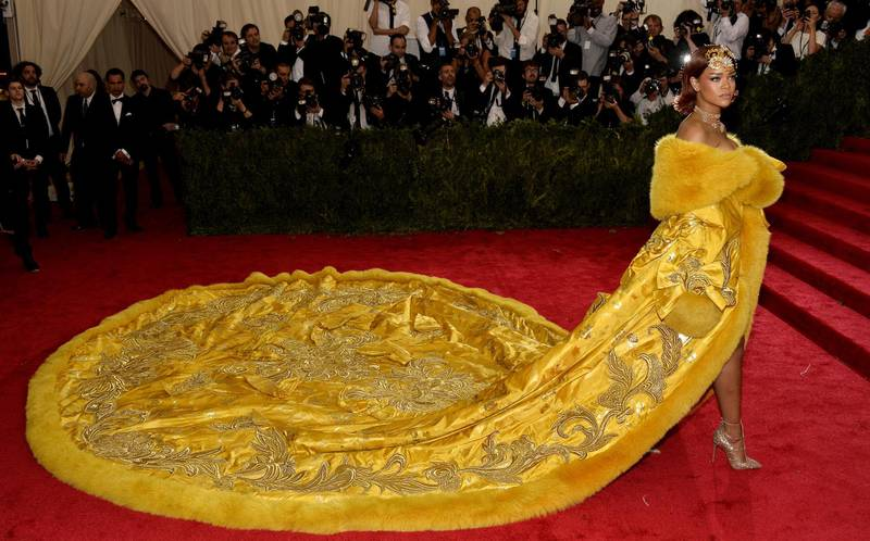 epa04988336 YEARENDER 2015 MAY  Rihanna arrives for the 2015 Anna Wintour Costume Center Gala held at the New York Metropolitan Museum of Art in New York, New York, USA, 04 May 2015.  EPA/JUSTIN LANE