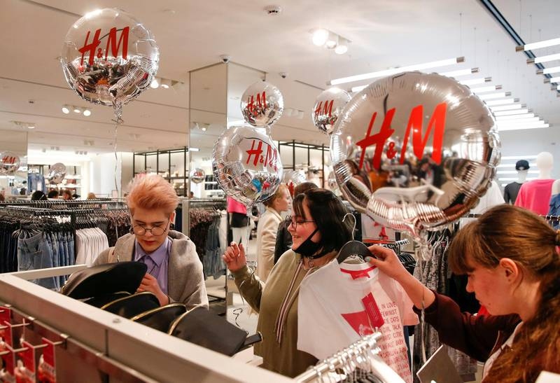 FILE PHOTO: People shop at the Swedish fashion retailer Hennes & Mauritz (H&M) store on its opening day in central Moscow, Russia, May 27, 2017. REUTERS/Maxim Shemetov /File Photo