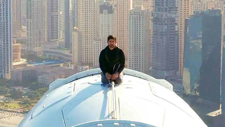 An image that illustrates this article Watch Sheikh Hamdan ride on top of Ain Dubai as it opens to the public