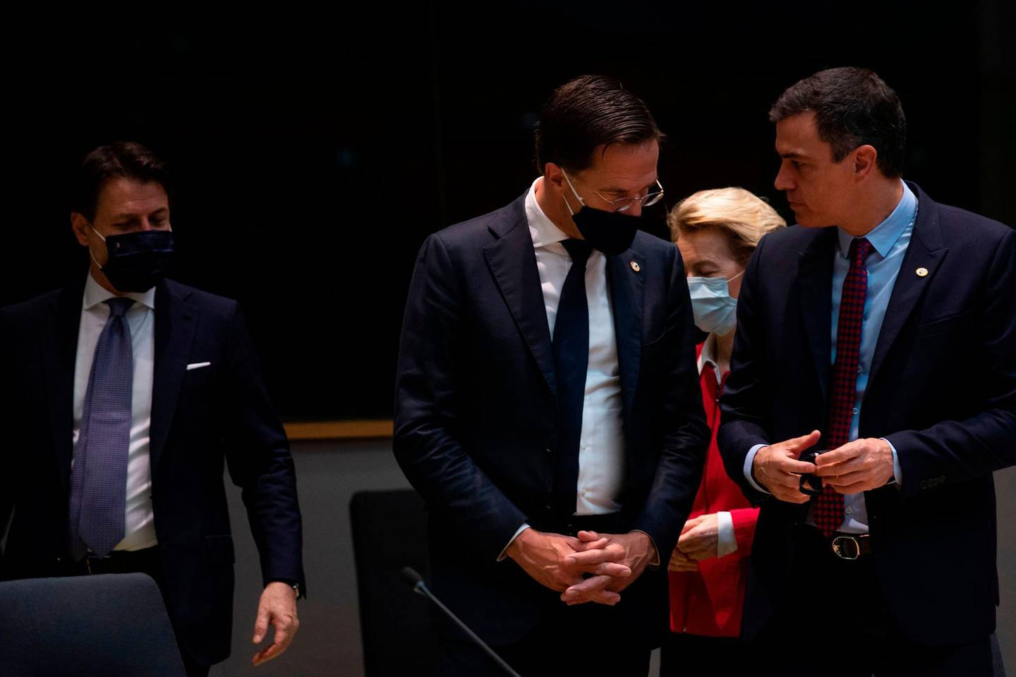 Spain's Prime Minister Pedro Sanchez (R) speaks with Netherlands' Prime Minister Mark Rutte prior the start of the EU summit at the European Council building in Brussels, on July 18, 2020, as the leaders of the European Union hold their first face-to-face summit over a post-virus economic rescue plan. The EU has been plunged into a historic economic crunch by the coronavirus crisis, and EU officials have drawn up plans for a huge stimulus package to lead their countries out of lockdown.  / AFP / POOL / Francisco Seco