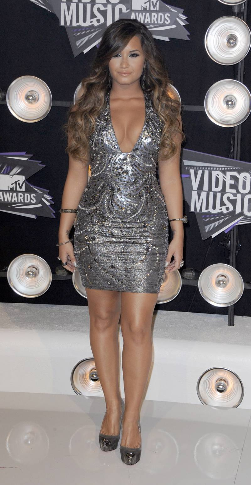 epa02886340 US singer Demi Lovato arrives for the MTV Video Music Awards 2011 at the Nokia Theatre in Los Angeles, California, USA, 28 August 2011.  EPA/PAUL BUCK