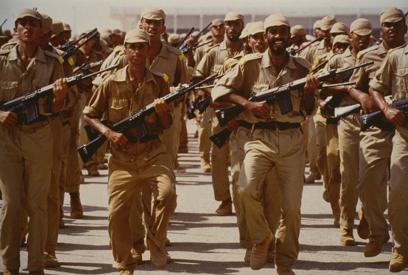 August 1990: A training camp for new recruits in the United Arab Emirates, following the country's appeal for servicemen on the 11th August 1990, during the Gulf Crisis.  (Photo by Derek Hudson/Getty Images)