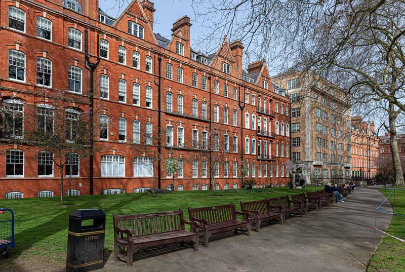 2FPR7BT Mount Street Gardens, Mayfair, London, England, UK. Alamy