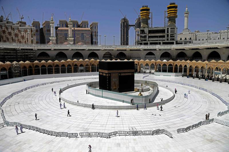 TOPSHOT - Muslim worshippers circumambulate the sacred Kaaba in Mecca's Grand Mosque, Islam's holiest site, on April 3, 2020. Saudi Arabia on April 2 extended curfew restrictions on Islam's two holiest cities to 24 hours to stem the spread of coronavirus as the number of deaths from the disease rose to 21. / AFP / -